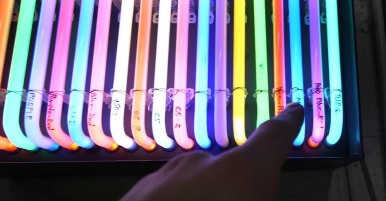 Neon Video Snip
